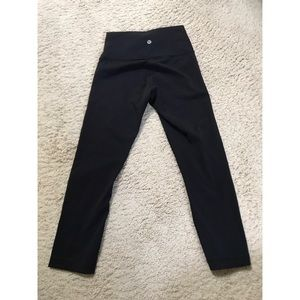 Lululemon Black Wunder Under Crops